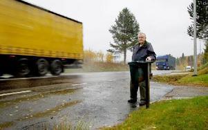 I slutet på 1970-talet byggde Lennart Larsson om infarten och flyttade brevlådan enligt önskemål från brevbärarna. Foto: Torbjörn Svensson/DT