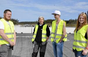 Säkerheten viktig. Det går åt många funktionärer på ett arrangemang. Från vänster: Tommy Carlsson, Lena Eriksson, Kristoffer Schöldström och Felicia Ekstrand.