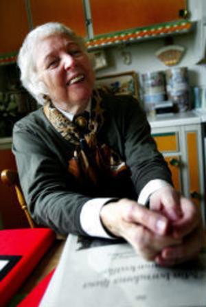Ingrid Strandberg har bara ledsyn. Men det är inget hinder för att hon ska åka runt och deklamera sina dikter i olika sammanhang. Något manus behöver hon inte eftersom hon kan dikterna utantill.