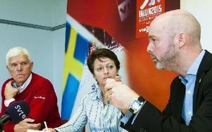 VM-generalen Sven Von Holst, Internationella Skidförbundets generalsekreterare Sarah Lewis och kommunalrådet Jonny Gahnshag (s) Foto: Mikael Forslund