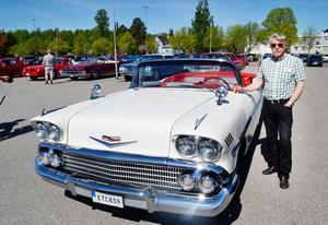 Tage Gunnarsson med sin Cheva Impala -58.