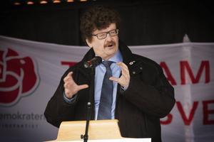 Socialdemokraternas före detta partisekreterare, Lars Stjernkvist, förstamajtalade i Bollnäs.