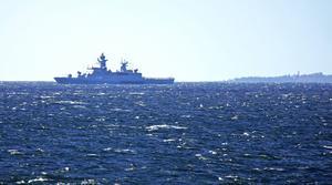 Här närmar sig ett tyskt örlogsfartyg Sundsvalls inlopp.