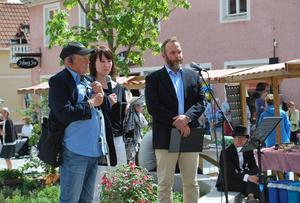 Synskadade Janne Smångs och kommunalrådet Ulrika Liljeberg berättade för publik och konferencier Lars Källgren om arbetet med att göra gågatan och torget tillgängligt för alla. Alla inblandade i arbetet tackades också.
