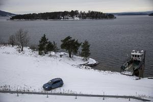 AUF och anhöriga till Utøyas offer vill flytta minnesmärket till Utøyas kaj som kompromiss, men grannarna ratar även det förslaget.
