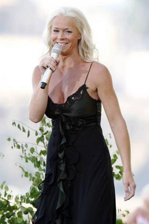 Malena Ernman ställer in flera spelningar i juli månad.