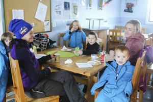 Gina, Jeanette Cedermark, Seth, Sara Norberg, Kimi och Tim kom till Björnberget för att fika.