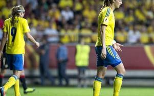 Kosovare Asllani, Lotta Schelin och deras lagkamrater i det svenska landslaget har fått vänja sig av kränkande uttalanden. Foto: BJÖRN LARSSON ROSVALL / SCANPIX