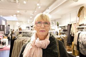 Helen Grönberg, 50+, dirigent, Hökåsen: – Roligt. Men det måste vara soligt och varmt annars sitter jag hellre inomhus.