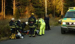 Motorcykelföraren fördes till sjukhus efter krocken med älgen.