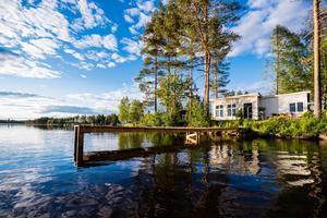 Stuga vid sjön Norra Lidträsk