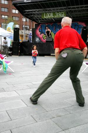 När människor lockades till motionspass med dans så sprang fyraåriga Alexandra bara förbi.