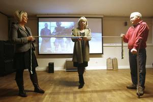 Barbro Holmberg fick också inviga Sveriges största skolbiosal på Perslundaskolan. I bandet höll rektor Signhild Olsson och medieläraren Ulf Gräsberg.