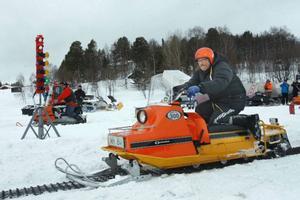 Bengt Hjort, Ljusnedal, hemmaförare som tävlingsdebuterade med sin nyputsade Ockelbo.Med 18 hästar pressade han upp skotern i 24 kilometer i timmen vid skoterdraget.