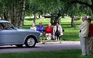 Arkivfoto: ANNAKARIN BJÖRNSTRÖM Parkrally. Många gamla godingar, här en Volvo Amazon, passerade revy genom stadsparken i Sandviken förra året. På lördag är det dags igen och nu deltar runt 200 ekipage.
