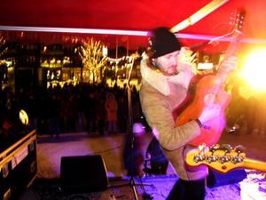 Winchester Widowmakers, med bland andra Dan Toresson, firade nyår med spelning för Kumlaborna.BILD: TOMAS BORG