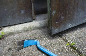 Någon har stulit porslin, delar av en matservis ur ett källarförråd. Fotograf: HENRIK MONTGOMERY / TT
