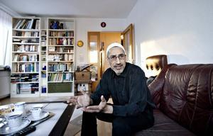 BEKYMRAD. Jamal Hilow, shiamuslim i Bomhus, är oroad för följderna av helgens sprängdåd i Stockholm.