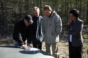 Ledning. Här får komunledningen information om hur berggrunden och vattnet går på den aktuella platsen i Badelundaåsen.