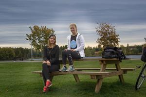Emelie Hansson och Lina Persson är tjejerna bakom företaget Knattekul UF, som de driver genom Ung Företagsamhet.