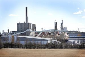 Produktionen ligger just nu nere vid Iggesunds bruk i väntan på att strejken ska ta slut.