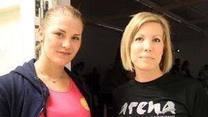 Instruktörerna Elvira Eriksson och Sandra Åhman är imponerade av Åsa Persson.