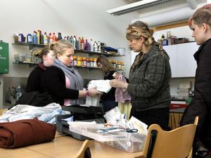 – Ja här råder verkligen kreativt kaos, men alla är duktiga och ambitionsnivån är hög, säger estetlärare Kajsa Forsberg.