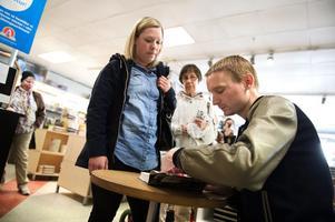 Kristian Gidlund under boksigneringen i Borlänge i våras.
