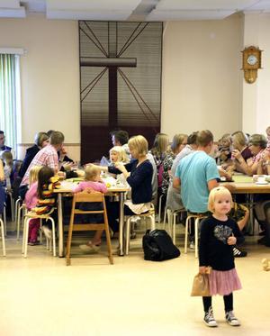 En gemenskap med många barn och gemensam trosuppfattning präglar laestadianerna i Gagnef och Bodarna där förenignslokalen ligger.