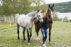 Center(till vänster) och Tjorven ska ut på äventyr med Rebecca Sjögren.