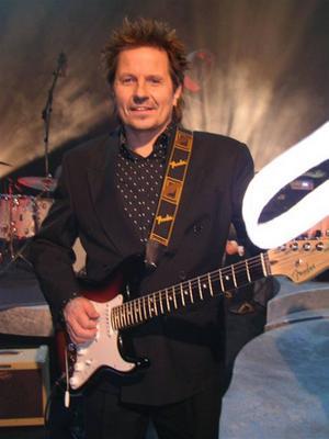 Simon Ådahl berättar att låten riktad till kristna.