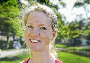 Ida Enger, 37 år, Pålsboda, har två barn.–Jag önskar mig en lugn och skön söndag med fika på altanen. Men jag vill gärna skämma bort min egen mamma Britt-Marie, helst bjuda henne på en resa eller en dag på spa.