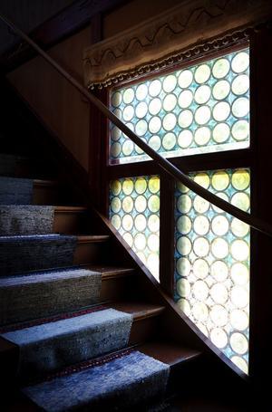 Köket och pigkammaren i Villa Grankulla länkas samman av en trappa.
