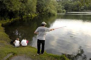 Nappar fisken verkligen bättre i regn och sämre i åska?