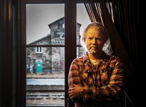 Ronny Juhlin berättar att fjällhotellet kommer att ha helöppet från slutet av december. Vecka nio, stockholmarnas sportlovsvecka, är redan fullbokad.