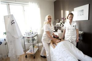 Annika Eriksson och Gunilla Ahlström sade upp sig från sina jobb i Tällberg och startade eget för att få jobba på sina egna villkor. Stress ska det inte finnas utrymme för.