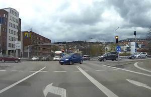 En dashcam spelar in allt som inträffar i trafiken framför fordonet.
