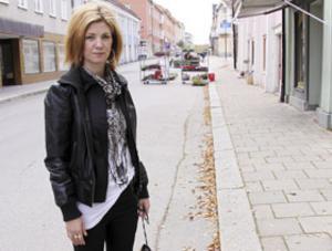 """Gillar sin nya stad. Yenni Bergström har bara bott i Arboga sedan i början av juni. Hon trivs bra i staden. """"Men det är klart att man funderar när något sådant här händer"""", säger hon."""