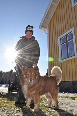 NATURSKOLAN. Arrangör Katarina Larsson, lärare på Naturskolan i Tierp, tog med sig hunden till jobbet.