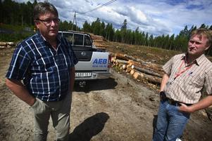 Industrihotell. Håkan Lodin och Anders Persson dagarna innan man börjar anläggningsjobbet för Ludvikas industrihotell på Lyviksberget.