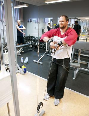 Som utlastare är det viktigt att vara stark. Det säger Daniel Smedberg som tränar fyra gånger i veckan på gymmet.