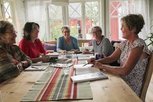Barbro, Eva-Lotta, Eva, Kersti och Eva-Carin i Undersvik driver Sveriges nog roligaste, mest underhållande studiegrupp.