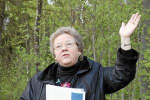 Invigningstalare. Gerd Gullberg Jonsson, ordförande i Strängnäs stifts egendomsnämnd och därmed representant för markägaren, förklarade Sjöstigen som invigd.