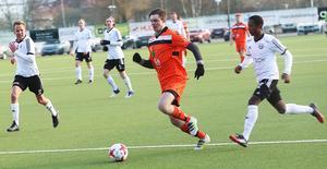 Per Olofsson hoppade in med dryga kvarten kvar – och fick Ytterhogdals bästa chans i ett friläge.