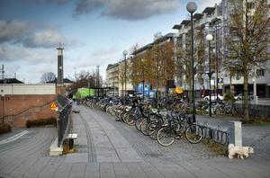Ett cykelhus ska placeras i slutet av cykelparkeringen, vid Olaitunneln, och stå färdigt att invigas någon gång i vår.