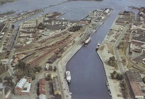 1970-talet. Alderholmens industrier från ovan. Foto: Gävle kommunarkiv
