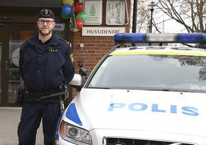 Thomas Nordström är nytillträdd kommunpolis i Hedemora. Hans uppdrag är bland annat att i samarbete med kommunen se till att Hedemoraborna känner sig trygga i sin stad.