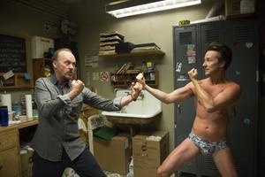 Filmstjärnan Riggan Thompson (Michael Keaton) får kämpa hårt för att bli erkänd i teatervärlden. Här mot skådespelaren Mike (Edward Norton).         Foto: Alison Rosa/Ap/TT