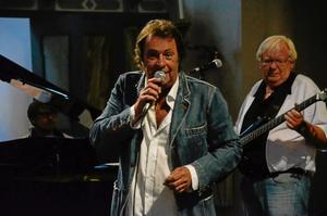 Gästartist. Tommy Blom är en av gästartisterna när The Cadillac Band spelar i Edsberg på lördag.