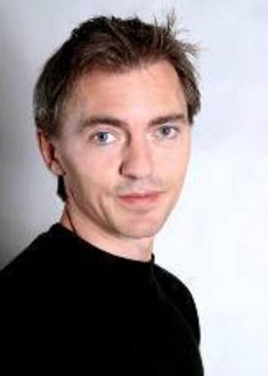 Stefan Åkerman tar över efter Mikael Rahm  i Skvaderns hemlighet.